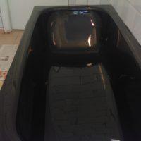 Наливная ванна черным жидким акрилом - фото №3